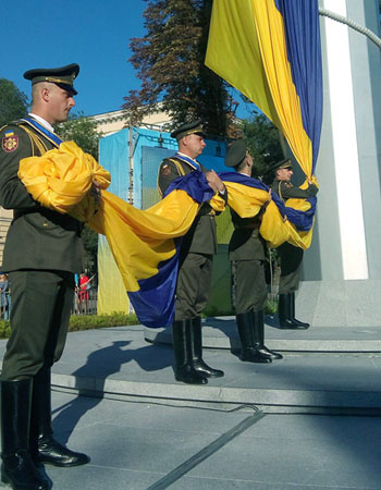 самый большой флаг Украины