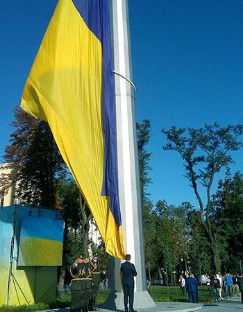 самый большой флагшток в Украине поднятие